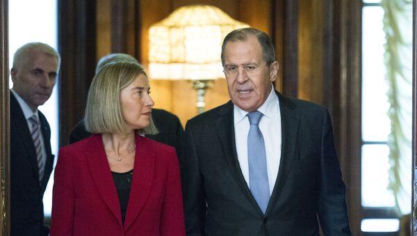 Ministar spoljnih poslova Rusije Sergej Lavrov i visoka predstavnica EU Federika Mogerini tokom sastanka u Moskvi - Sputnik Srbija