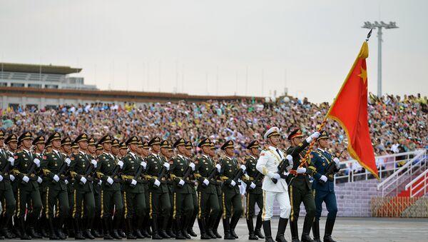 Vojnici Kineske narodne armije marširaju tokom probe za vojnu paradu u Pekingu. - Sputnik Srbija