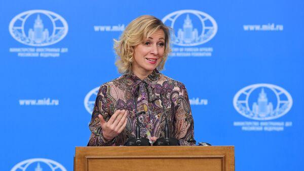 Портпаролка Министарства спољних послова Русије Марија Захарова говори током брифинга - Sputnik Србија