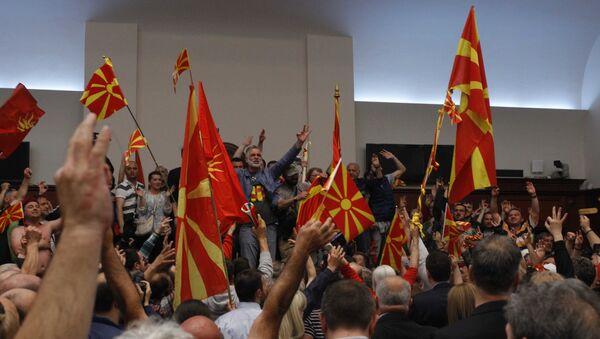 Demonstranti ulaze u makedonski parlament u Skoplju - Sputnik Srbija