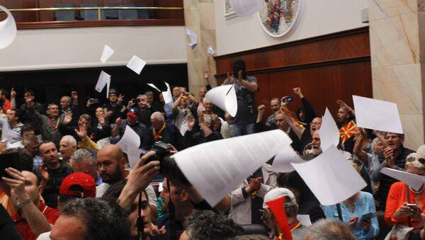 Upad demonstranata u zgradu Sobranja u Skoplju - Sputnik Srbija