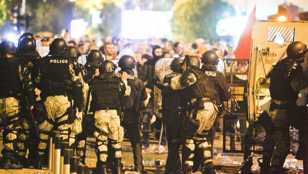 Македонска полиција блокирала улице близу зграде парламента - Sputnik Србија