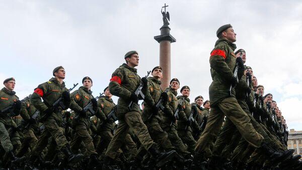 Војници на проби војне параде, посвећене 72-годишњици Дана победе у Санкт Петербургу - Sputnik Србија