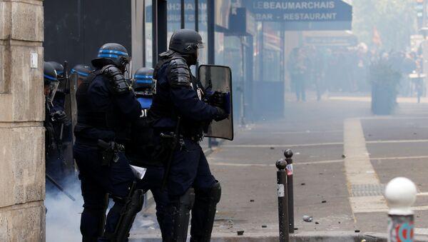 Протест у Паризу - Sputnik Србија