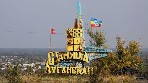 Стела у близини контролног прелаза Станица Луганска у Донбасу - Sputnik Србија
