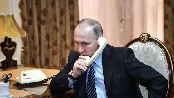 Председник Русије Владимир Путин током телефонског разговора са председником Таџикистана Емомалијем Рахмоном - Sputnik Србија