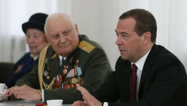 Руски премијер Дмитриј Медведев на састанку са ветераним Другог светског рата - Sputnik Србија