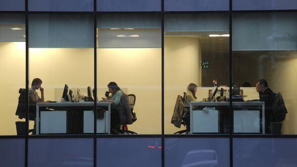 Радници у канцеларијама једне московске фирме - Sputnik Србија