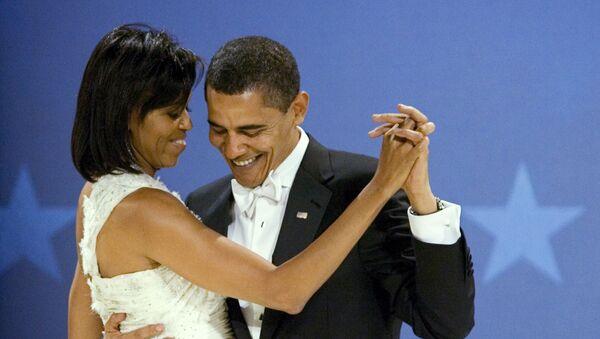 Бивши амерички председник Барак Обама и прва дама Мишел Обама плешу на балу Мидвестерн у Вашингтону - Sputnik Србија