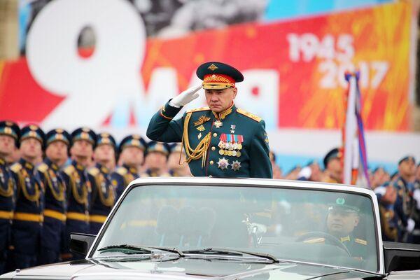 Министар одбране Руске Федерације Сергеј Шојгу на војној паради у Москви поводом 72. годишњице победе у Великом отаџбинском рату, на Дан победе, 9. мај 2017. - Sputnik Србија