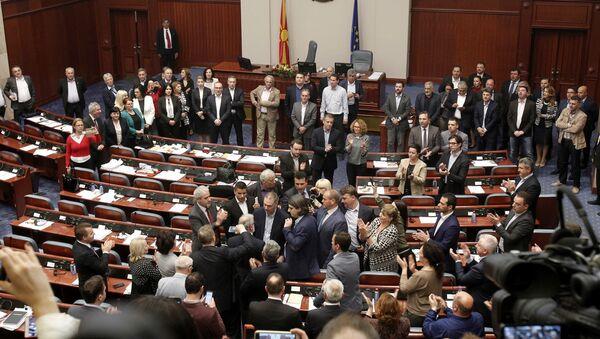 Skupština Makedonije, u sredini Taljat Džaferi i Zoran Zaev - Sputnik Srbija
