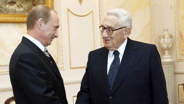 Vladimir Putin i Henri Kisindžer - Sputnik Srbija