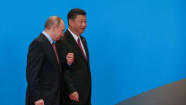 Кинески председник Си Ђинпинг и председник Русије Владимир Путин на Форуму Један појас - један пут у Пекингу - Sputnik Србија