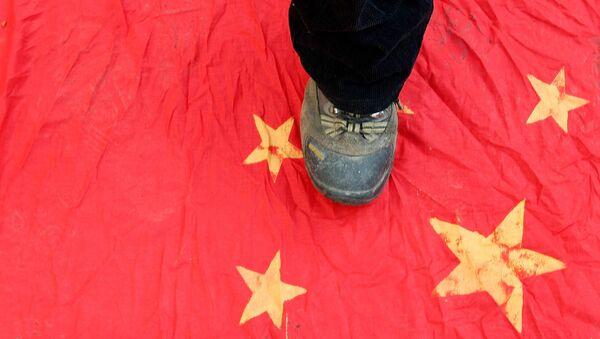 Noga na kineskoj zastavi - Sputnik Srbija