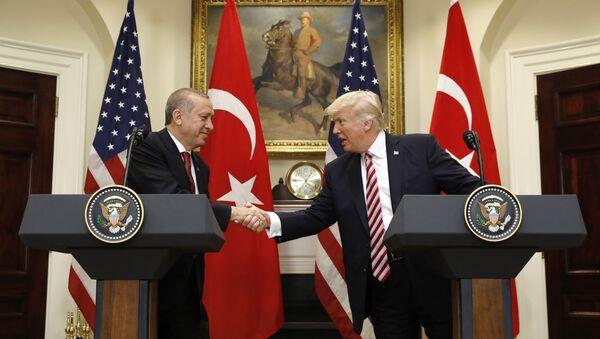 Predsednici Turske i SAD Redžep Tajip Erdogan i Donald Tramp tokom konferencije za medije u Vašingtonu - Sputnik Srbija