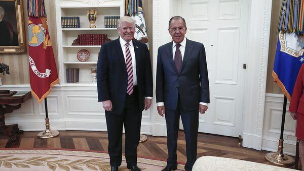 Predsednik SAD Donald Tramp i ministar spoljnih poslova Rusije Sergej Lavrov na sastanku u Beloj kući - Sputnik Srbija