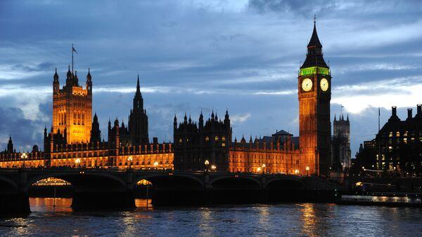 Pogled na Vestminstersku palatu i Big Ben u Londonu - Sputnik Srbija