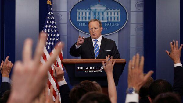 Портпарол Беле куће Шон Спајсер током редовног брифинга у Белој кући у Вашингтону - Sputnik Србија