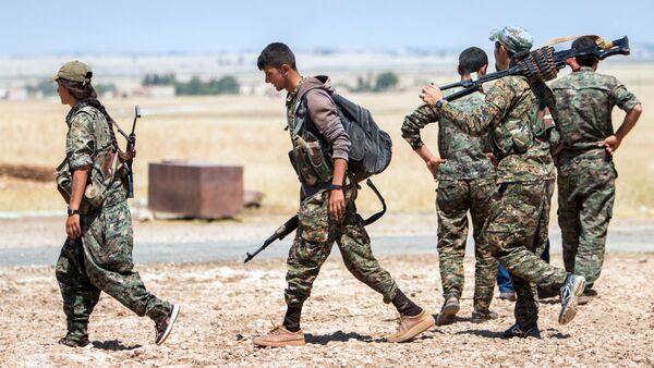 Припадници курдских јединица северно од Раке - Sputnik Србија