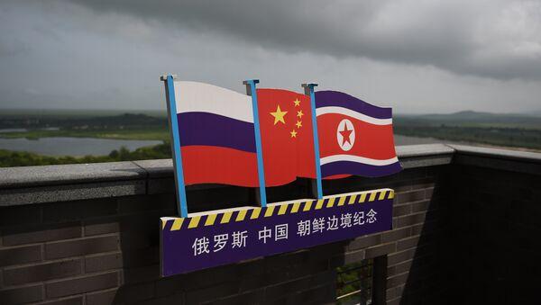 Zastave Rusije, Kine i Severne Koreje - Sputnik Srbija