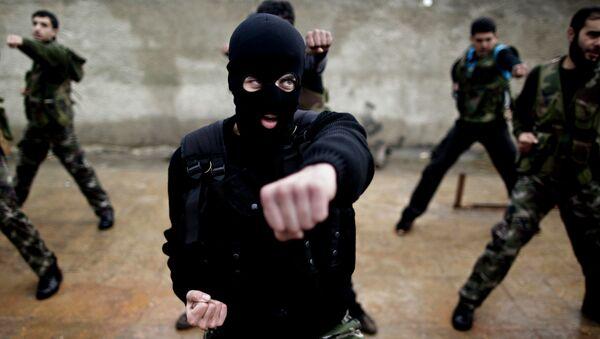 Pripadnici sirijske opozicije tokom obuke u blizini Idliba - Sputnik Srbija