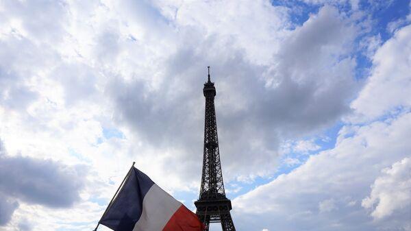 Застава Француске и Ајфелов торањ - Sputnik Србија