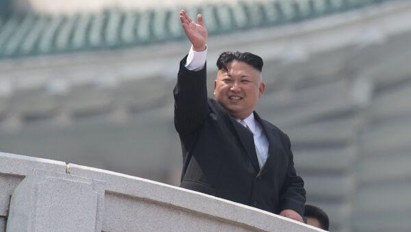 Лидер Северне Кореје Ким Џонг Ун током војне параде на прослави 105. рођендана Ким Ил Сунга, оснивача Северне Кореје - Sputnik Србија