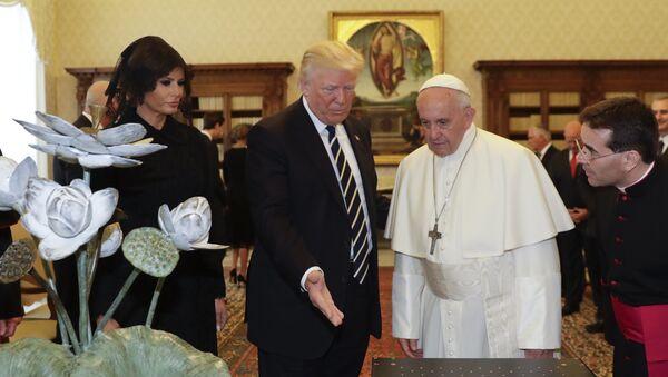 Donald i Melanija Tramp kod pape Franje u Vatikanu - Sputnik Srbija