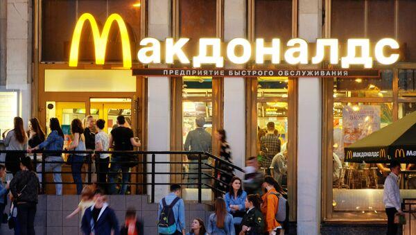 Restoran brze hrane Mekdonalds - Sputnik Srbija