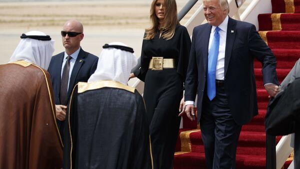 Саудијски краљ Салман дочекује председника САД Доналда Трампа са супругом Меланијом у Ријаду - Sputnik Србија