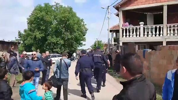 Gužva zbog rušenja nelegalne džamije u Zemun Polju - Sputnik Srbija