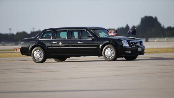 Limuzina američkog predsednika zvana Zver na aerodromu u Palm Biču na Floridi - Sputnik Srbija
