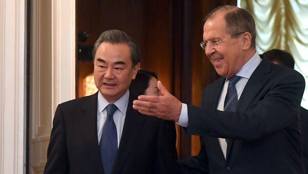 Министар спољних послова Русије Сергеј Лавров и његов кинески колега Ванг Ји - Sputnik Србија