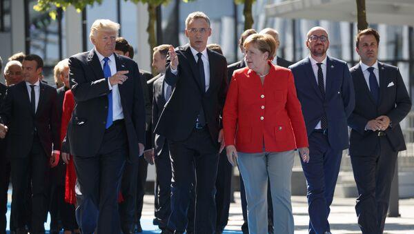 Председник САД Доналд Трамп, генерални секретар НАТО-а Јенс Столтенберг и немачка канцеларка Ангела Меркел - Sputnik Србија