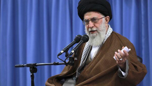 Iranski vrhovni vođa ajatolah Ali Hamnej obraća se studentima u Teheranu - Sputnik Srbija