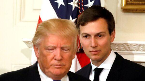 Predsednik SAD Donald Tramp i njegov savetnik i zet Džared Kušner dolaze na sastanak sa predstavnicima industrije u Vašingtonu - Sputnik Srbija