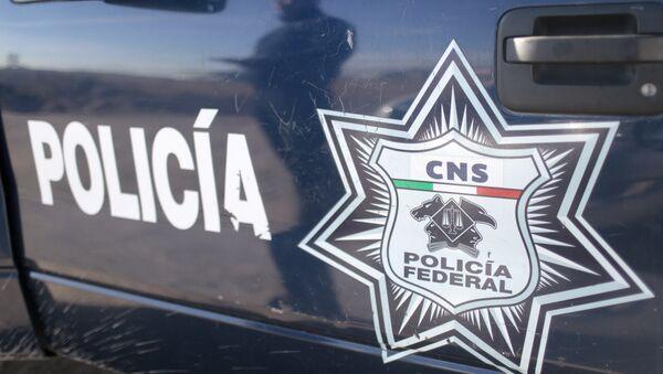 Odraz pripadnika savezne policije na vozilu ispred zatvora Almoloja u Meksiku - Sputnik Srbija