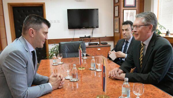 Ministar odbrane Zoran Đorđević i ambasador RF u Beogradu Aleksandar Čepurin - Sputnik Srbija