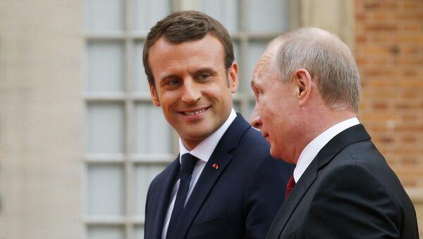 Susret Vladimira Putina i Emanuela Makrona u Parizu - Sputnik Srbija