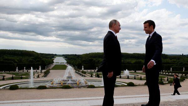 Predsednici Rusije i Francuske, Vladimir Putin i Emanuel Makron u Versaju - Sputnik Srbija