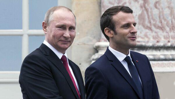 Председници Русије и Француске, Владимир Путин и Емануел Макрон - Sputnik Србија