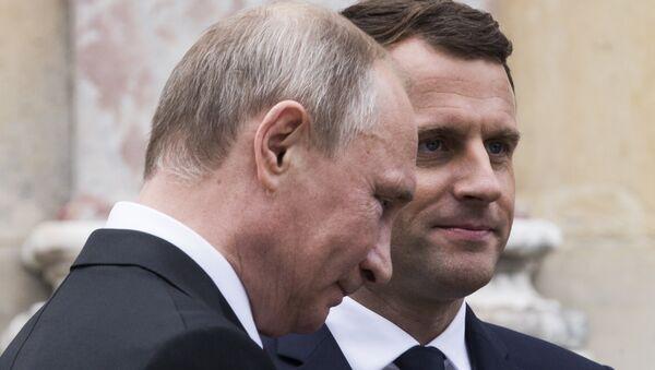 Predsednici Rusije i Francuske Vladimir Putin i Emanuel Makron na izložbi o caru Petru Velikom u Versaju - Sputnik Srbija