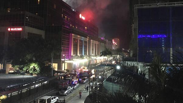 Dim se vije iznad odmarališta Resorts World Manila na Filipinima - Sputnik Srbija