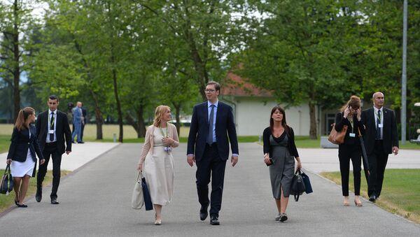 Aleksandar Vučić sa saradnicama tokom sastanka lidera jugoistočne Evrope, Procesa Brdo - Brioni kod Kranja. - Sputnik Srbija