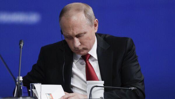 Predsednik Rusije Vladimir Putin na Međunarodnom ekonomskom forumu u Sankt Peterburgu - Sputnik Srbija