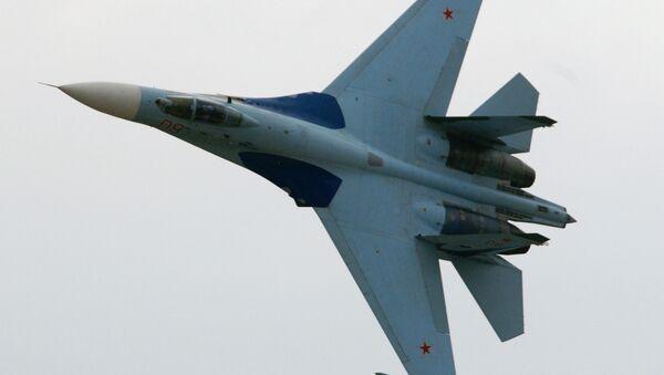 Показни лет авиона Су-27 - Sputnik Србија