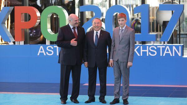 Predsednik Belorusije Aleksandar Lukašenko, njegov sin Nikolaj i predsednik Kazahstana Nursultan Nazarbajev - Sputnik Srbija