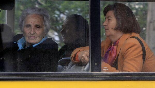 Autobus sa Srbima - glasačima iz Prištine u Gračanici - Sputnik Srbija
