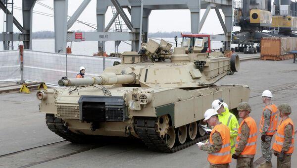 Tenk Abrams raspoređen u okviru NATO trupa u Rigi - Sputnik Srbija