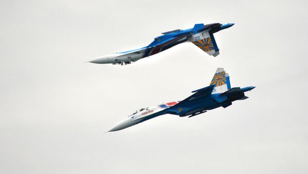 Руски вишенаменски ловци Су-27 - Sputnik Србија